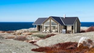 Flott familiehytte med idyllisk beliggenhet med utsikt over Barmfjorden.