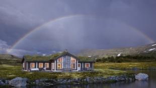 ÅL/LEVELDÅSEN - Storslagen hytte med 5 soverom (10 sengepl.), storstue på 61 m2 og egen TV-stue. Flott tomt m/gode solforhold og utsikt til Hallingskarvet/Reineskarvet