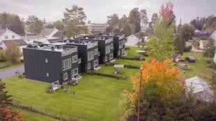JESSHEIM // 3 av 4 hus solgt, 1 igjen! / Bygging igangsatt / Moderne eneboliger i kjede med 70 kvm takterrasse/ 160m2 BRA / Sentralt