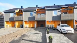 Trenger du ny bolig raskt?- Ta kontakt for visning. Romslig rekkehus med 2 bad og 3-4 soverom, god standard - klar for innflytting.